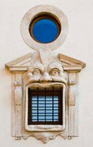 Palazzo Zuccari s svojimi grotesknimi okni.