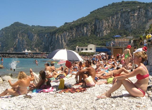 Prijetna spiaggia v bližini glavnega pristanišča.