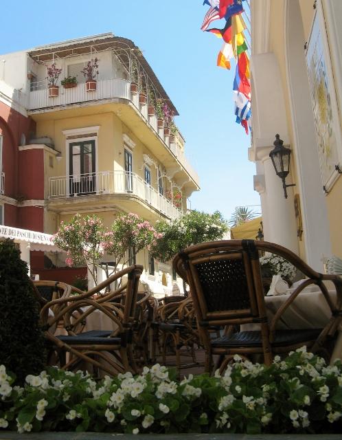 Privoščite si un caffè na strehi Caprija.