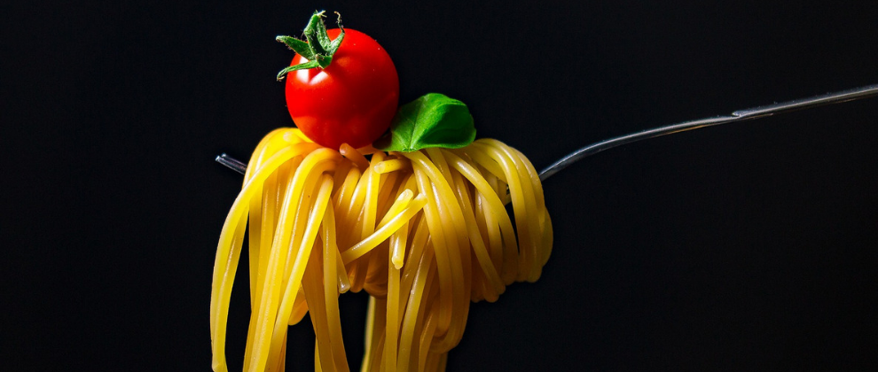 italijani jedo spagete le z vilicami